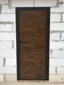 Дверь из сэндвич-панелей